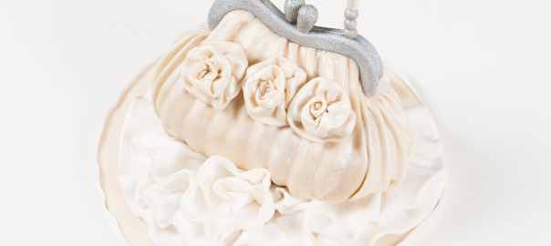 clutch bag cake tutorial by Cake Deluxe and Foodfulife blog