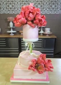 pedestal cake by Marina Sousa