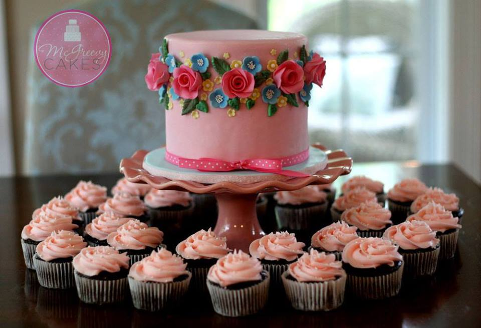 elegant afternoon tea cake and matching cupcakes by McGreevy Cakes