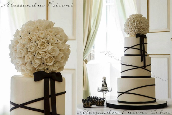 pomander wedding cake black adn ivory by Alessandra Frisoni Cakes