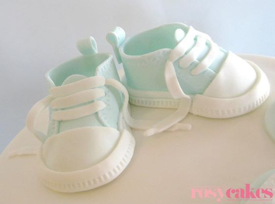baby converse by Rosy Cakes