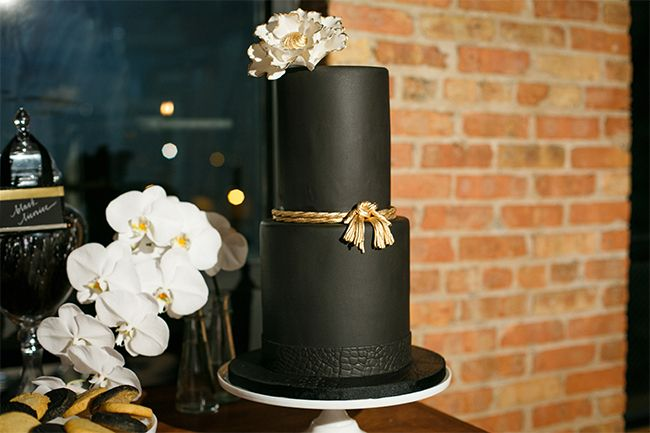 black iced wedding cake by Elsyia Root Cakes via Style Unveiled