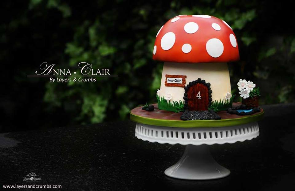 fairy toadstool cake by Layers and Crumbs