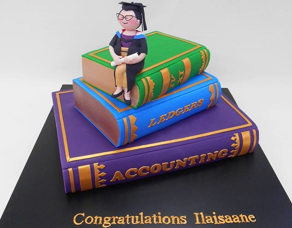 graduation cake by Planet Cake