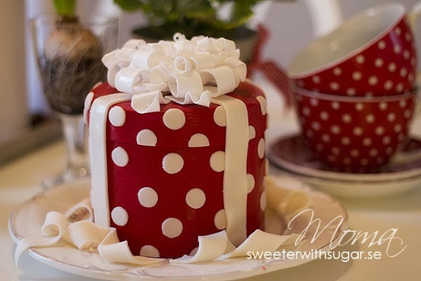 Classic christmas cake designs cake geek magazine gift box christmas cake by sweeter with sugar sweden negle Choice Image