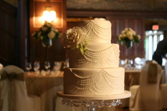 Edwardian wedding cake by Ana Parzych Cakes