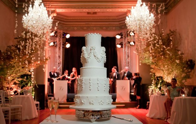 Edwardian wedding cake lambeth piping by Sweet Art, image by Sugarlove Weddings