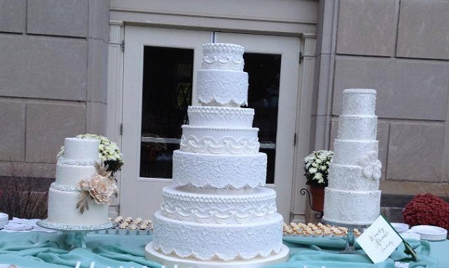 Edwardian wedding cake lambeth piping by Wendy Kromer Confections