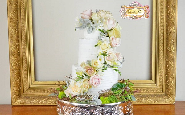 Garden style wedding cake by Innicka Dee Cakes