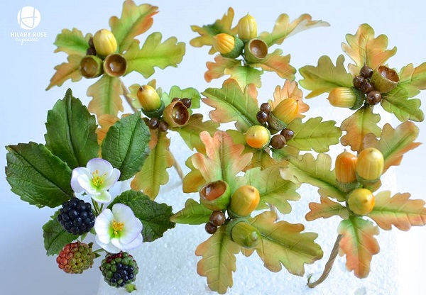 gumpaste acorns, oak leaves and blackberries by Hilary Rose Cupcakes