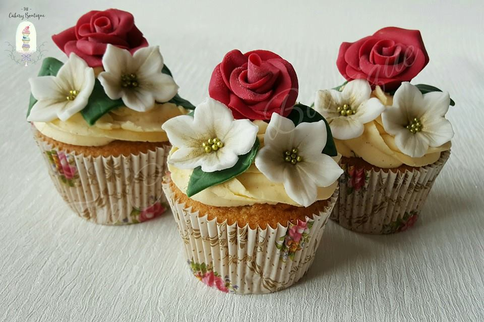 christmas wedding cupcakes by The Cakery Boutique