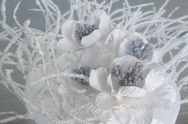 frosted winter sugar flowers and frosted branches by The Caketress teaching at The Bonnie Gordon School