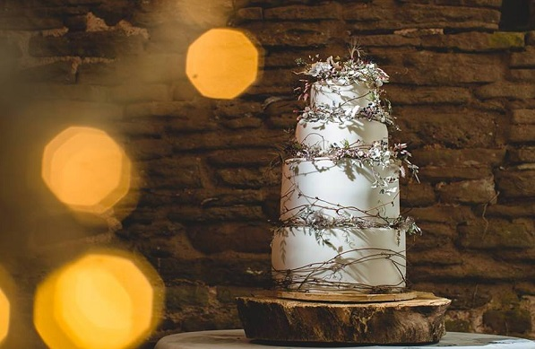 winter woodland wedding cake by Amy Swann Cakes