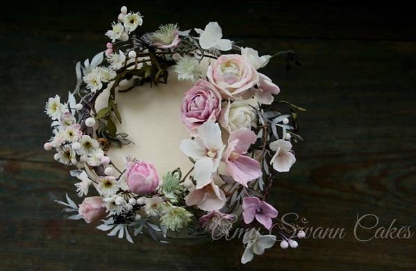 sugar flower garland cake design by Amy Swann Cakes