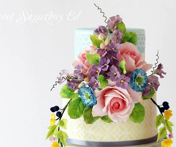 Floral garland wedding cake including sweet peas and tendrils by Sugar Boy Ed