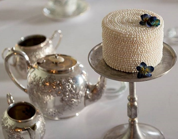 A pearl encrusted single tier with vintage blossoms by Happy Hills Cakes, Craig and Eva Sanders Phot.