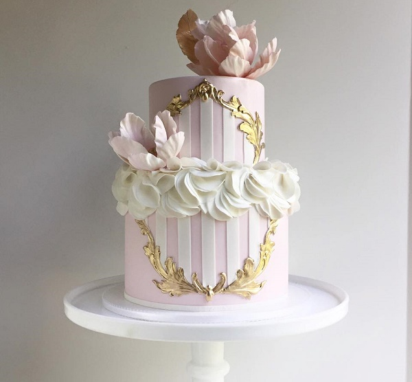 Antique gold frame wedding cake by The Cake Whisperer