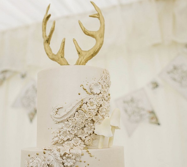 Woodland wedding cake with  deer antlers by Amelie's Kitchen