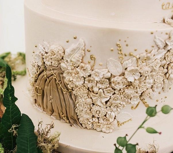 Woodland wedding cake with fairy door by Amelie's Kitchen (2)
