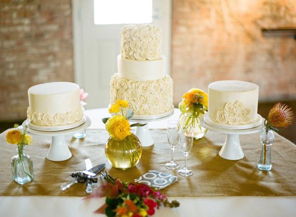buttercream rose cakes via 100 Layer Cake