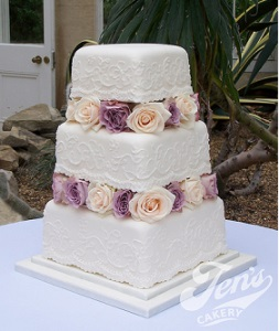 lace piping wedding cake by Jen's Cakery