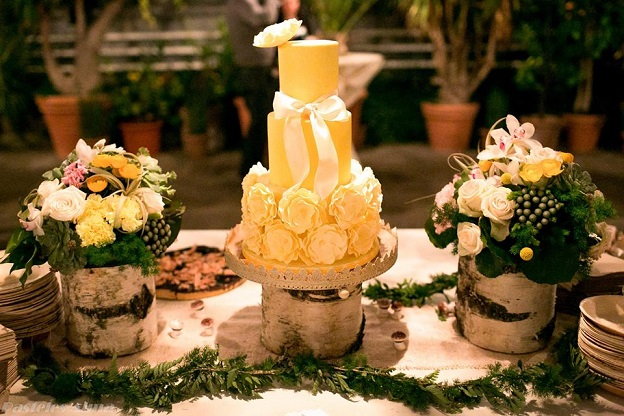 lemon wedding cake by Cake Couture, Julia Winkler Photography  via Hochzeitswahn