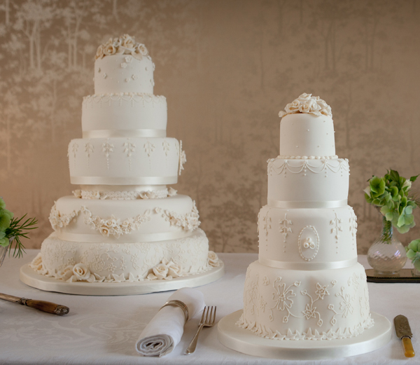 lambeth style wedding cakes from Fiona Cairns inspired by the Royal Wedding Cake of William and Kate
