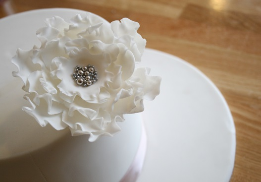 how to make fondant roses for wedding cakes sugar flower tutorials cake magazine 15942