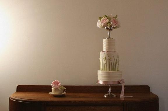pedestal vase wedding cake by Cake Face