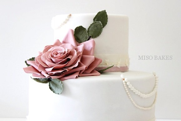 vintage pearls wedding cake by Miso Bakes