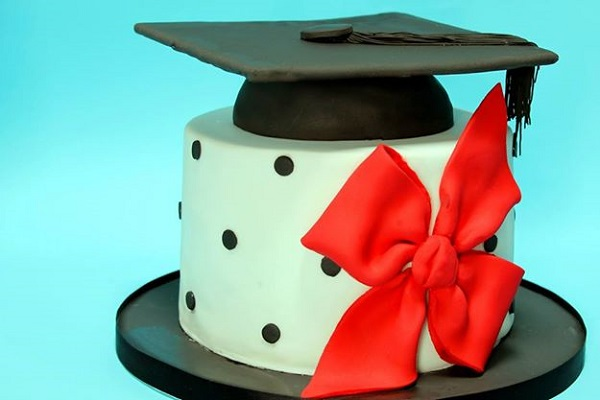 graduation cake by Estrele Cakes, Italy