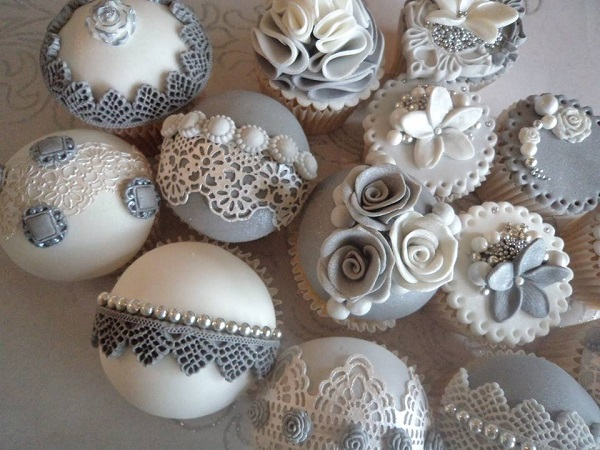 christmas photo backdrop black ideas - Wedding Cakes in Pale Grey & Charcoal Cake Geek Magazine