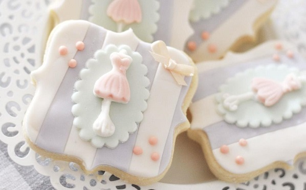 mannequin cookies by Minnie's Sweet Creations