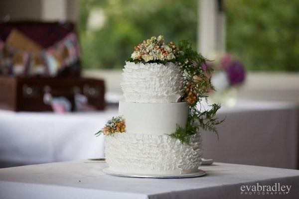 woodland wedding cake by Cherry Blossom Cakes NZ, Eva Bradley Photography