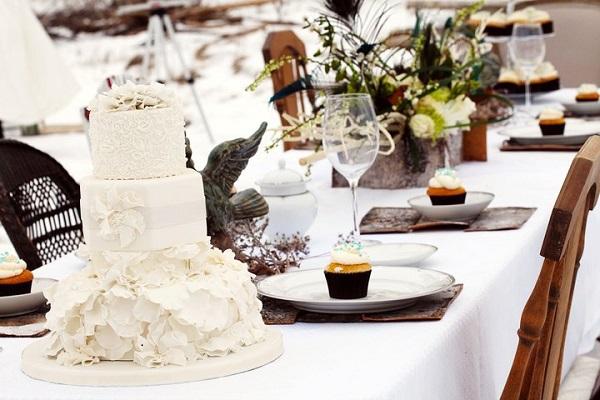 7. winter wedding cake by The Cake Whisperer, M Photography 2