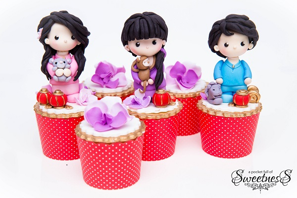 Singapore Cupcakes by Loan Cao of A Pocket Full of Sweetness