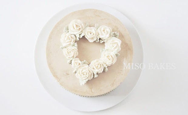 valentines cake floral heart garland by Miso Bakes