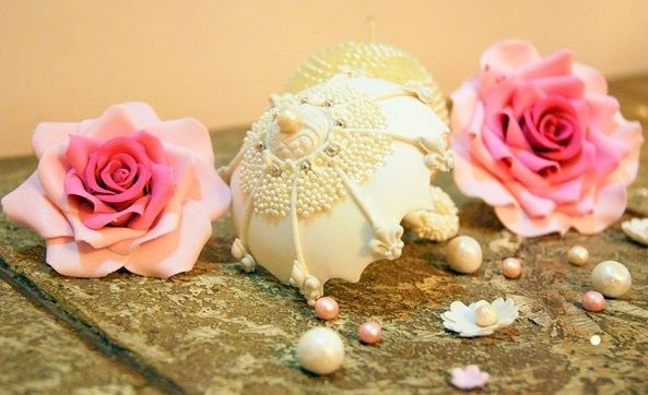vintage parasol umbrella cake topper by Sweetness, India