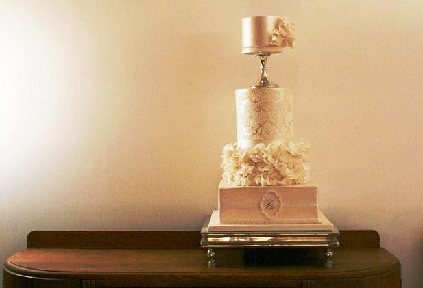 pale gold wedding cake by Cake Face, Mignon Daymond