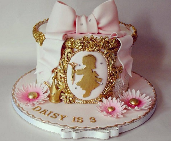 antique style children's cake by Dee's Sweet Surprises