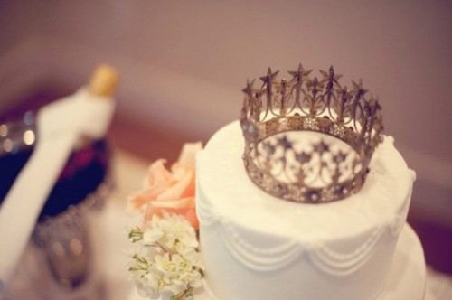 crown wedding cake topper, image via Pinterest