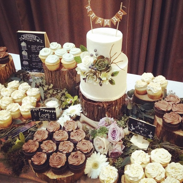 pictures of rustic wedding cake tables birch tree wedding cakes amp woodgrain effects cake 18430