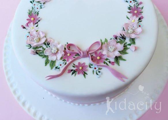 flower circlet cake by Kidacity