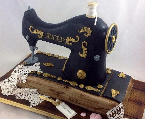 Sewing machine cake by Edible Essence Cake Art