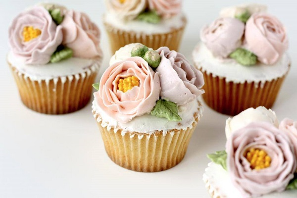 buttercream flower cupcakes by Eat Cake Be Merry