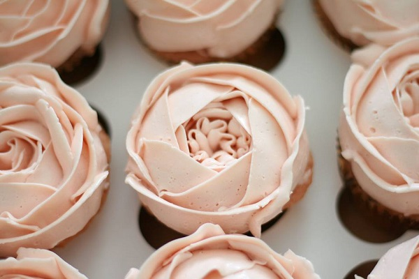 buttercream peonies by The Cocoa Cakery