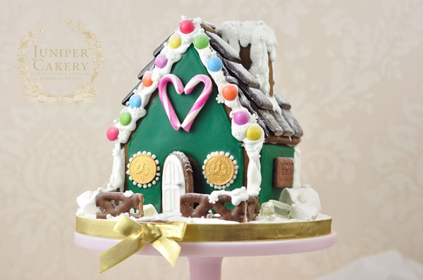 Gingerbread house tutorial by Juniper Cakery