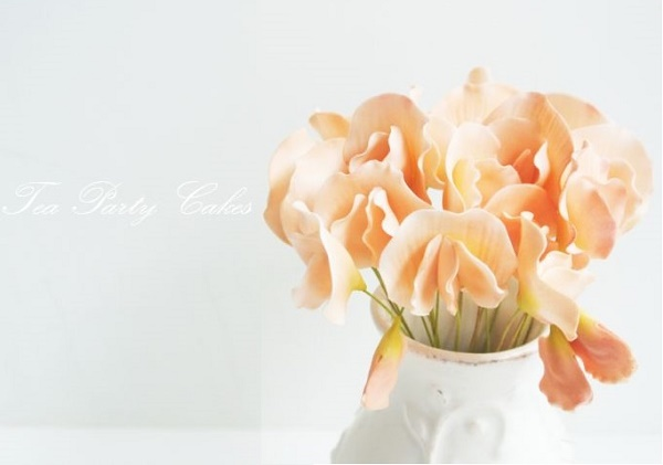 Gumpaste sweet pea in peach by Tea Party Cakes
