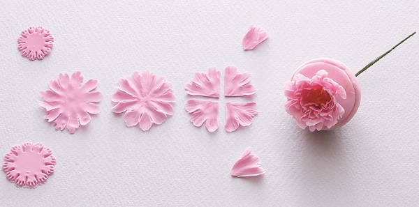 Gumpaste English Rose Tutorial from Sugar Flowers by Naomi Yamamoto, B Dutton Publishing, Takeharu Hioki Photography, 2