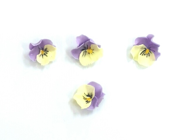 Gumpaste pansy tutorial on Cake-Geek.com, part of the quick and easy sugar flowers collection